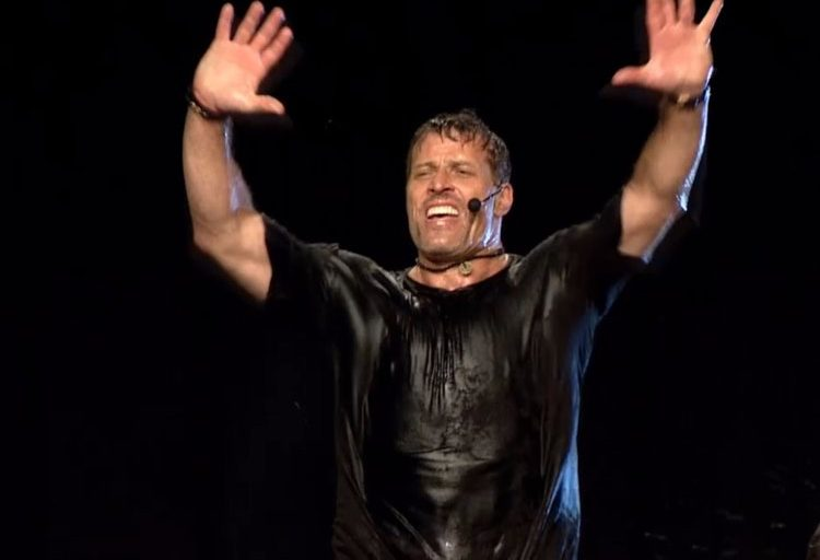 Tony Robbins: Commit yourself to what you want!